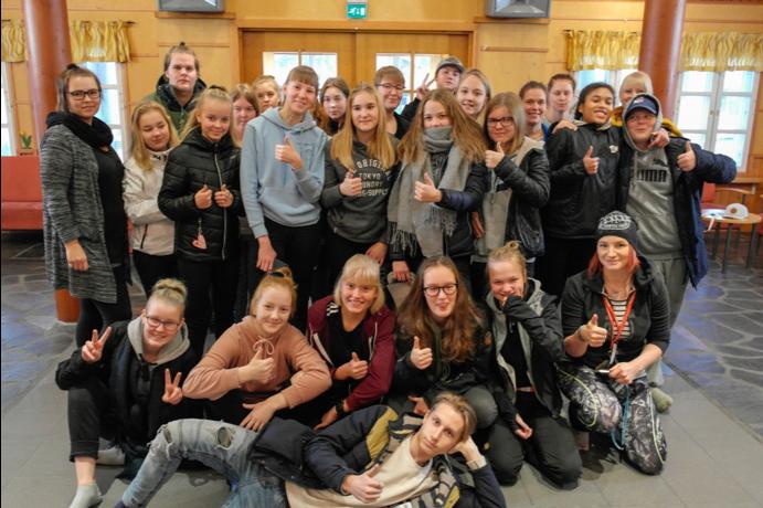 Po1ntin nuorisoraati kokoontuneena yhteiselle leirille vuonna 2018