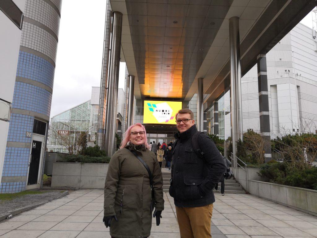 Suvi ja Heikki menossa NUORI2020-päiville.